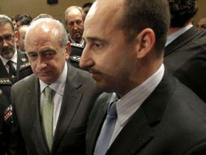 Ignacio Ulloa (derecha), junto al ministro Fernández Diaz.