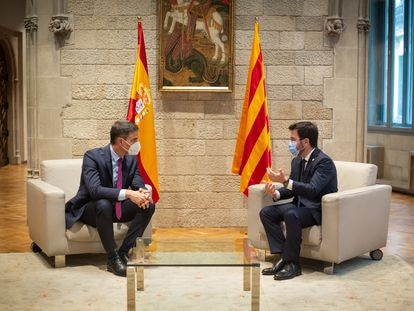 Pedro Sánchez, presidente del Gobierno, y Pere Aragonès, presidente de la Generalitat, en un momento de la reunión en el Palau, el pasado 15 de septiembre.