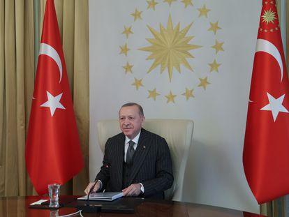El presidente turco, Recep Tayyip Erdogan, en una videoconferencia este viernes con la presidenta de la Comisión Europea, Ursula von der Leyen.