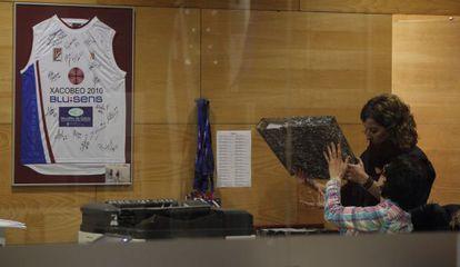 Registro en la sede del club baloncesto Obradoiro