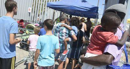 Colas en el 'casting' para menores de 'Exodus', en Almería.