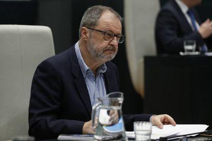Javier Barbero, concejal de Salud, Seguridad y Emergencias, en el pleno del Ayuntamiento de Madrid.