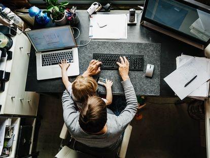 La mitad de los teletrabajadores temen al estrés provocado por la falta de desconexión.