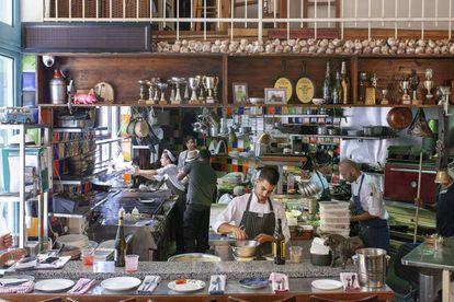 La cocina abierta del restaurante MachneYuda, que tiene locales en Londres y París.