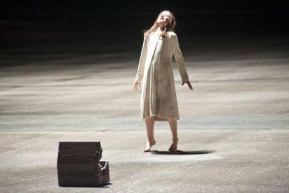 Natasha Calis, en un fotograma de 'El origen del mal'.