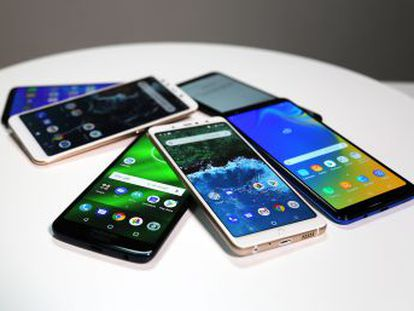 Analizamos seis  smartphones  de gama media que se han puesto a la venta este año. Todos tienen una pantalla infinita y una doble o triple cámara, y su precio oscila entre 200 y 300 euros