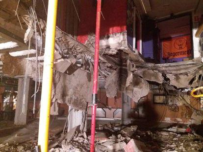 Interior de la discoteca Butterfly en Playa de las Américas tras el desplome del suelo este domingo.