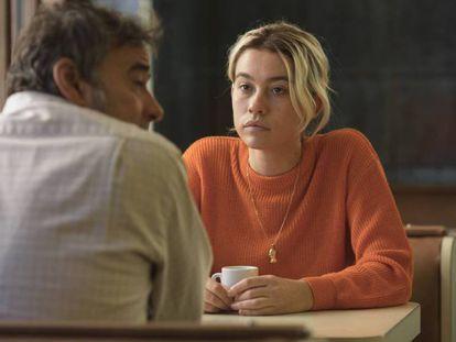 Eduard y Greta Fernández (padre e hija tembién en la vida real, en 'La hija de un ladrón'.