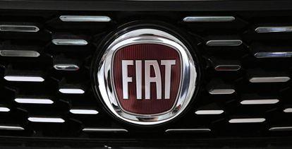 Logo del grupo Fiat en uno de sus modelos