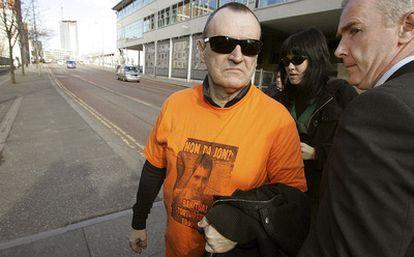 Iñaki de Juana Chaos, a su llegada al tribunal de primera instancia de Belfast en marzo pasado.