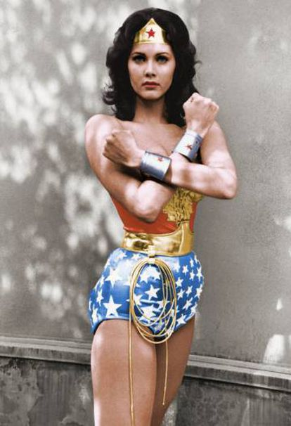 Lynda Carter, como la Mujer Maravilla (Wonder Woman), en la serie del mismo nombre, 1976.