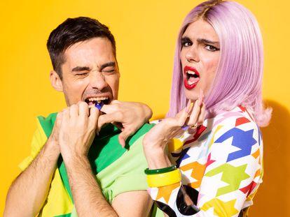 Jordi Cruz y Samantha Hudson, presentadores del podcast 'Sigues ahí', de Netflix.