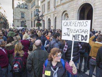 Protesta de los empleados de Metro ante el Ayuntamiento de Barcelona el 2 de febrero.