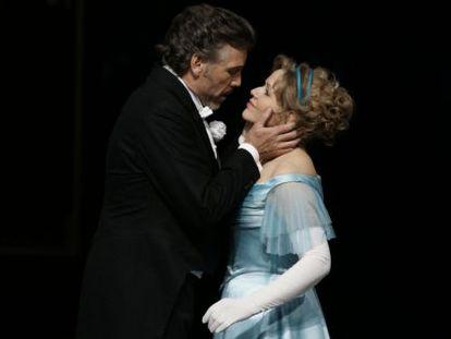 Los cantantes Thomas Hampson y Renée Fleming, en un momento de 'Arabella', en Salzburgo.
