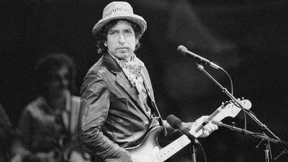 El cantautor Bob Dylan durante un concierto en Basilea, en 1984.