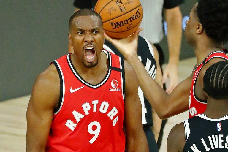 Ibaka, en un partido entre los Raptors y los Nets.