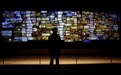 Una de las dos instalaciones audiovisuales que esperan a los visitantes al principio del nuevo recorrido del Museo Arqueológico.