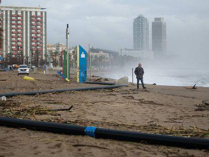 Estado en el que ha quedado la playa de San Sebastián en Barcelona.