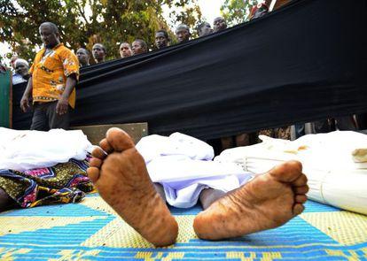 Cadáveres en una mezquita, este jueves en Bangui.
