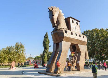 Réplica del caballo de Troya en el sitio arqueológio de la ciudad, en la actual Turquía.
