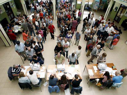 Colas para votar en Cataluña durante unas recientes elecciones.