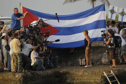 La nadadora estadounidense Diana Nyad, de 61 años, parte de la Habana para llegar a Florida y batir el récord de nado en aguas abiertas