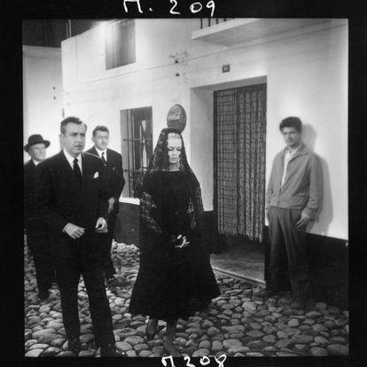 BB, en una secuencia de la película junto a Fernando Rey (izquierda) y Stephen Boyd.