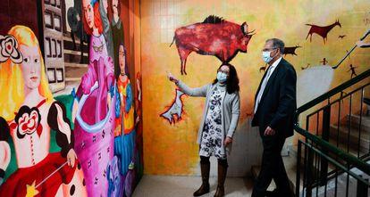El consejero de Educación de Madrid, Enrique Ossorio, durante su visita esta mañana al instituto Mariana Pineda.