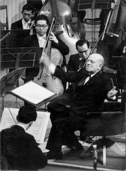 Fotografía facilitada por la cadena TBS de una grabación de parte de un concierto dirigido por Pau Casals durante su único viaje a Japón en 1961.