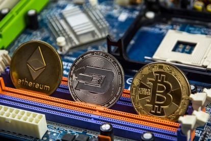 Representation of three cryptocurrencies, ethereum, dogecoin and bitcoin.