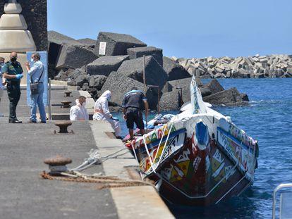 Un cayuco que zarpó de Saint Louis en el puerto de La Restinga, en El Hierro, el pasado 23 de agosto.