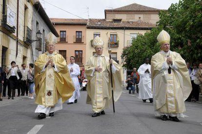 Juan Antonio Reig Pla (centro), en su toma de posesión como obispo de Alcalá de Henares, en 2009.