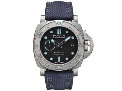 El Panerai PAM984 Eco-Titanium homenajea al explorador Mike Horn, embajador de la marca. Fiel a su vocación submarinista, el reloj posee una hermeticidad de 300 metros.