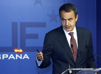 Zapatero, durante una conferencia de prensa tras una cumbre de la UE en Bruselas.