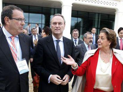 El presidente de los hoteleros españoles Joan Molas con Alberto Fabra y Rita Barberá.
