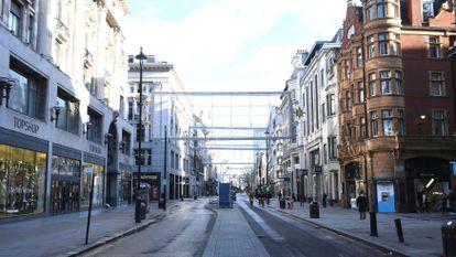 Oxford Street, calle de Londres prácticamente desierta este domingo.