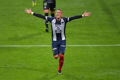 Rogelio Funes Mori celebra un gol con Monterrey, en la Liga MX, en abril pasado.