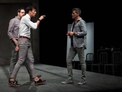 De izquierda a derecha, Jorge Usón, Cristóbal Suárez y Roberto Enríquez, en el montaje del Teatro Pavón Kamikaze.