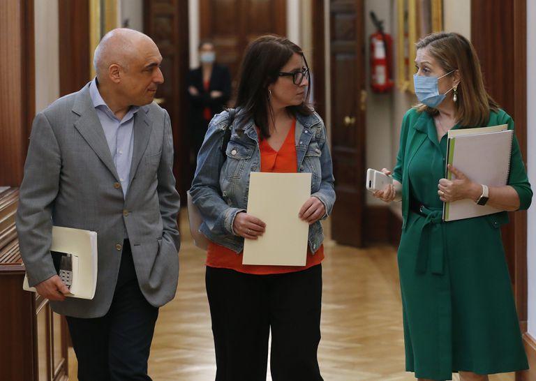 Desde la izquierda, Rafael Simancas, Adriana Lastra y Ana Pastor, a la salida de una reunión de la Junta de Portavoces del Congreso.