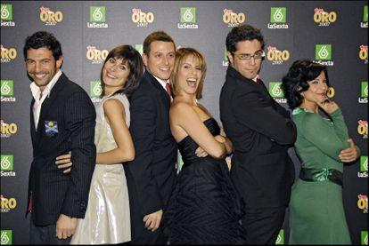 El equipo de España Directo en 2008. De izquierda a derecha: Xavi Ortells, Yolanda Maniega, Enric Company, Pilar García Muñiz, Roberto Leal y María Ibáñez.