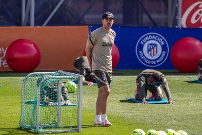 Atlético de Madrid coach Diego Pablo Simeone during a training session.