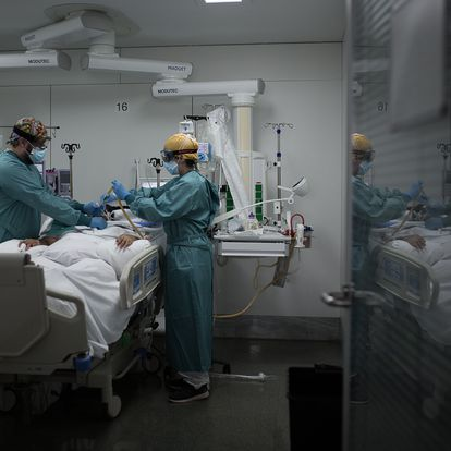 28/10/20 Unidad de Cuidados Intensivos (UCI) para pacientes Covid-19 (coronavirus) del Hospital de la Santa Creu i Sant Pau. Barcelona. Barcelona, 28 de octubre de 2020 [ALBERT GARCIA]