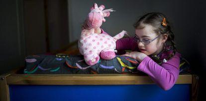Szirka Voith, una niña húngara de nueve años con síndrome de Down.