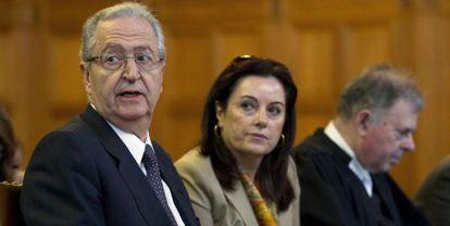 El Embajador griego, Georges Savvaides, durante el proceso.