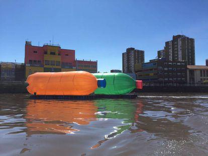 Botellas de plástico de Eduardo Srur para concienciar sobre la contaminación del agua.