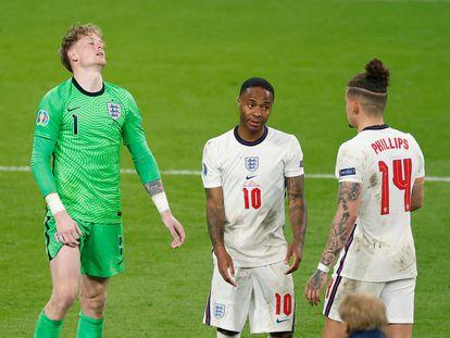 Pickford, Sterling y Kalvin Phillips, durante la final contra Italia.