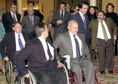 José María Aznar, durante la recepción ayer en La Moncloa de los representantes del Cermi.