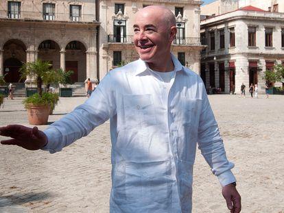 Alejandro Mayorkas, en el centro histórico de La Habana.