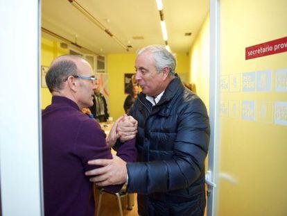 Pachi Vázquez felicita a Barquero tras conocerse los resultados.