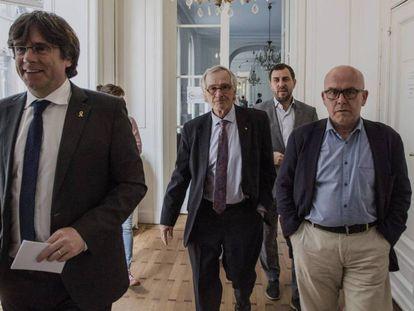 De izquierda a derecha, Carles Puigdemont, Xavier Trias, Toni Comin y Gonzalo Boye en una imagen tomada en Bélgica este sábado.